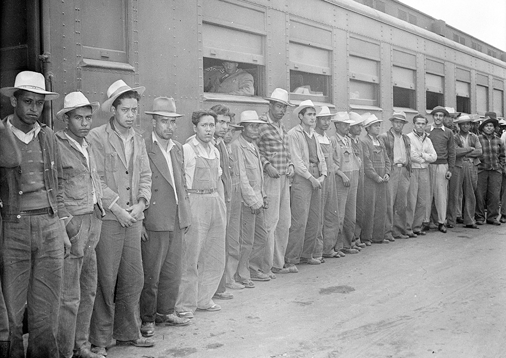 Mexican workers recruited and brought to the Arkansas valley, Colorado, Nebraska, and Minnesota by the Farm Security Administration to harvest and process sugar beets under contract with the Inter-mountain Agricultural Improvement Association, May 1943 (Library of Congress)