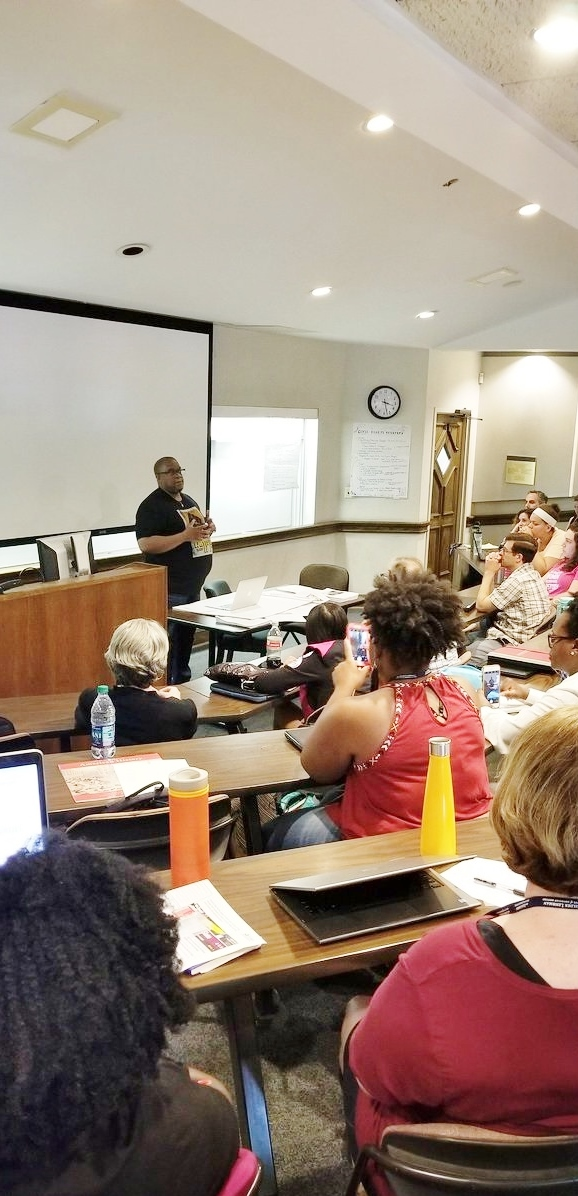 Professor Charles McKinney leads the Civil Rights Movement seminar.