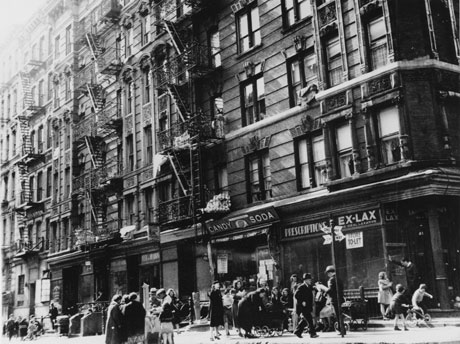 Street scene, Lower East Side, c. 1935-37. (Photograph by Arnold Eagle, Collecti