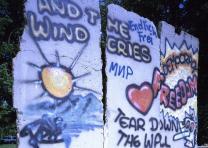 Piece of the Berlin Wall displayed at the Newseum museum, Arlington, Virginia (L