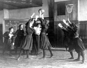 Western High School Girls' Basketball, Washington, DC, 1899. (Courtesy Library of Congress)