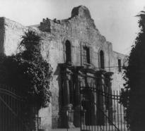 The front of the Alamo, 1922. (LC-USZ62-87798)