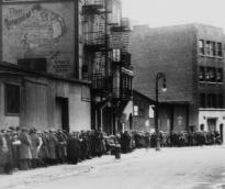 Breadline in New York, ca. 1930. (Library of Congress Prints & Photographs Div.)
