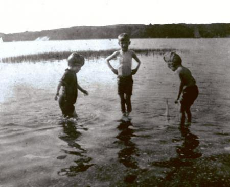 Swimming in Cold Spring Harbor, late 1890s. From left to right: Ethel, Kermit, u