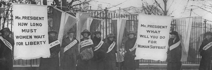 Members of the National Woman's Party picket the White House (Library of Congress)
